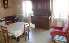 Dans petit immeuble, appartement 3 pièces au premier étage.