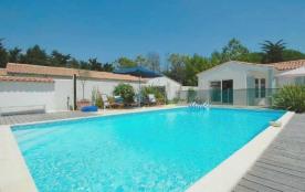 Villa avec piscine 12 personnes.
