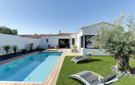 squarebreak, Charming new house with a pool