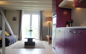 Appartement contemporain, refait avec goût situé à deux pas de la plage et du port des Minimes.