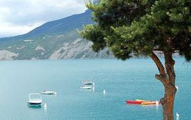 Dans les Hautes-Alpes, sur le lac de Serre Ponçon, La Viste vous propose tout le confort d'un cam...