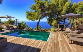 Vaste maison contemporaine vue mer avec piscine chauffée sud de la France