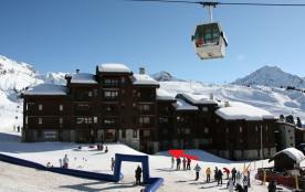 Agréable appartement rénové ** Terrasse, ski aux pieds, parking, commerces à 30m