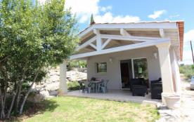 Jolie petite maison de plain pied située en contre bas de notre habitation et bénéficiant d'une belle terrasse couver...