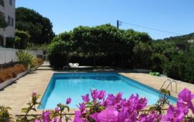 4 à 6 PERSONNES Maison de standing climatisée, trois chambres, deux salles de bain, jardins privé...