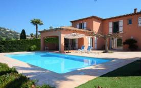 Belle villa avec piscine privée vue panoramique sur le golf de Sainte-Maxime