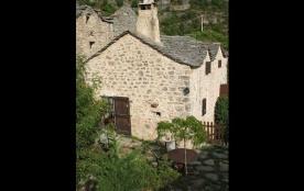 Très jolie petite maison caussenarde restaurée, contiguë à un bâti inoccupé, située à côté de la ...