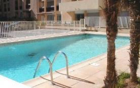 Studio 32 m² à 300 m de la plage, 200 m du centre ville, au 2ème étage d une résidence avec pisci...