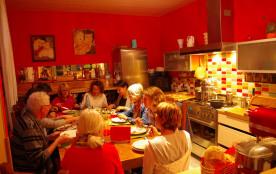 Nous fesons aussi table d'hôte à 10 euros par personne.