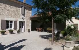 Gîtes de France Mas Gabriel - Situé dans un bel environnement de campagne entre Avignon et les Al...