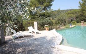 La Portanière est une ravissante maison de vacances. Elle est située au calme à Pierrefeu-du-Var (La Porte des Maures...