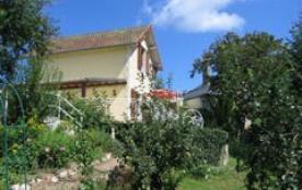 Dans le Parc Naturel Régional du Morvan, charmante maison indépendante avec jardin clos de 450m²,...