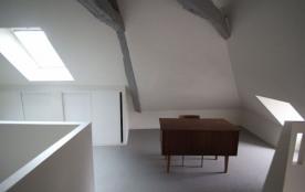 Bureau dans la chambre