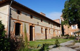 Le Pressoir : façade côté jardin typique de l'habitat toulousain ancien.