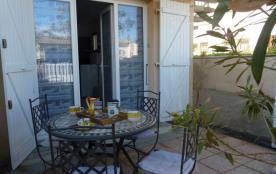Appartement T2, 4 couchages, situé Rue des Dauphins à Narbonne Plage. A deux pas de la mer !!
