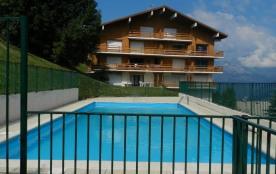 Appartement dans chalet avec piscine et tennis