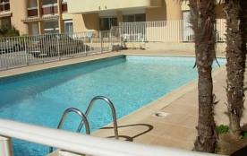 2 pièce dans résidence avec piscine proche centre et plage