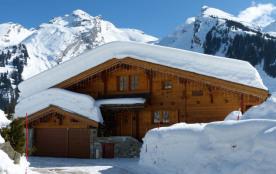 A 5.5 km du village, en bordure des pistes de ski de fond et a 2.6 km des télécabines de la balme...