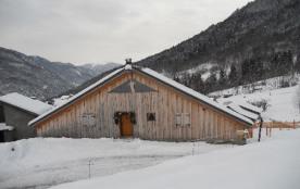 Location chalet savoyard situé dans un village typique