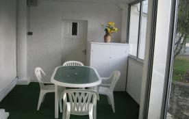 La véranda côté chambre 2