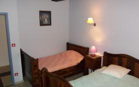 Chambre lilas avec lits de coin idéal pour 2 grands ou 4 petits enfants