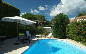 Villa avec piscine, grand jardin bord de mer