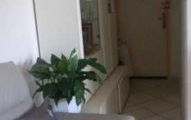 Porte d'entrée avec petit couloir