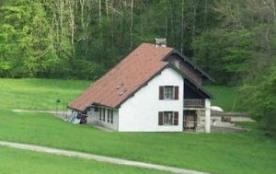 Belle habitation dans un cadre magnifique (vallée de la Brême) en bordure de ruisseau, à l'écart ...