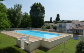 Dans résidence récente avec piscine et ascenseur, à 200 m de la plage et des commerces de Pontail...