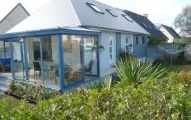 Intégralement rénovée, cette maison tout confort est idéale pour vos vacances balnéaires dans cet...