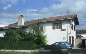 Maison avec jardin clos dans village basque et cadre agréable