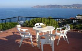 Bel appartement bien équipé d'une capacité pour 2/4 personnes, en dernier étage, avec grande terrasse et merveilleuse...