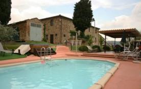 Splendide villa piscine et tennis privés, restaurée en position panoramique, noyée dans la nature...