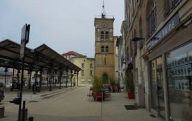 la place St Jean à Valence   avec son marché couvert