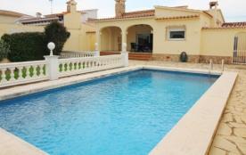 0033-TORDERA Casa con amarre y piscina