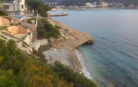 Lla caalnque du Rouet avec la plage aménagée vue du studio
