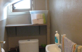 wc , avec lave main,au rdc