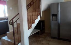 montée d'escalier frigo américain