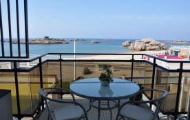 Bel appartement avec vue exceptionnelle sur mer, au 1er étage avec ascenseur, Trégastel.
