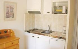 Agréable studio cabine 4 couchages, au premier étage, dans résidence avec piscine.
