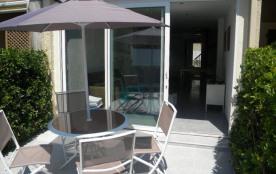 Superbe petite maison Les villas Marrisol à 100 m de la plage, climatisée avec un espace extérieu...
