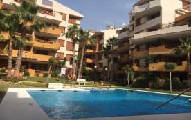 Appartement luxueux doté de trois piscines
