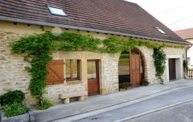 Gîte n° 1242 Ancienne petite ferme entièrement rénovée, mitoyenne par un côté, ce joli petit vill...