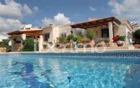 IB-807, charmante villa confortable, avec piscine privée (8x4), jardin méditerranéen, pour 4 à 5 ...