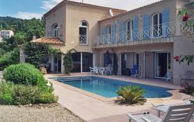 Très belle villa de style provençal avec piscine et belle vue mer et colline