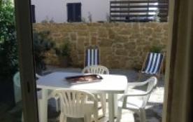 le coin repas sur la terrasse
