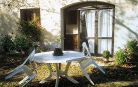 Joli appartement au rez-de-chaussée de la maison indépendante et isolée des propriétaires, situé ...