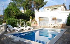 IB-1980 - Villa de 100 m² située dans le lotissement tranquille de AiguaViva Park à Lloret del Mar.