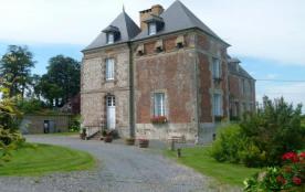 Gîtes de France Gîte du Château. Le gîte est accolé à un logement, mais le jardin est privatif et clos (terrain de pé...