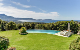 squarebreak, Charming villa opposite the Gulf of Calvi
